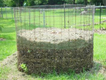 chicken-wire-homemade-compost-bin